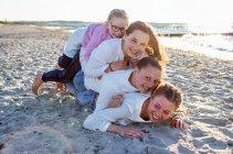 familienbande - familie_shooting_rostock_gottowik_familienfotografin_40_15-00-36_13-07-2020.jpg