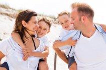 familienbande - familie_shooting_rostock_gottowik_familienfotografin_99_15-01-19_13-07-2020.jpg